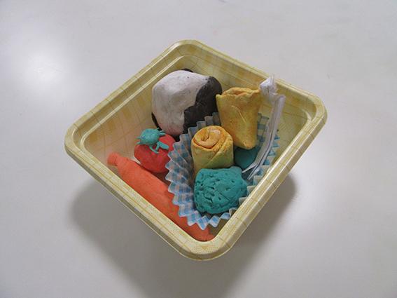 紙粘土でお弁当をつくろう